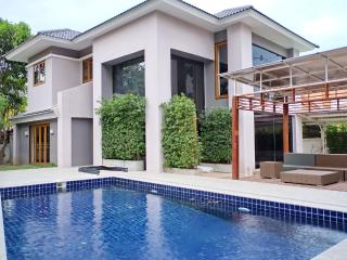 Pool Residence in Town 2 - Chiang Mai vacation rentals