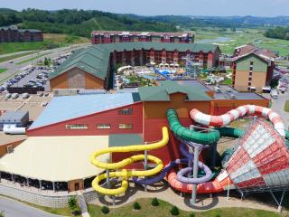 Great Smokies Lodge 3BR DLX - Waterpark Included! - Sevierville vacation rentals