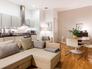 Wonderful Luxury 1 Bed Central Covent Garden - London vacation rentals