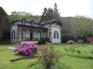 Bright 3 bedroom Furnas Chalet with Internet Access - Furnas vacation rentals