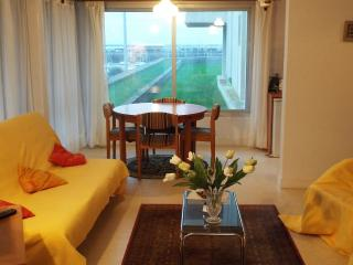 Charmant appartement avec vue sur le vieux port - Saint-Quay-Portrieux vacation rentals