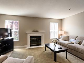 Central Sunnyvale with Resort Living Amenities - Sunnyvale vacation rentals