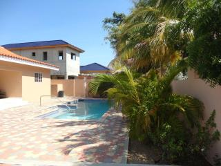 Charming house is Salina Cerca - Noord vacation rentals