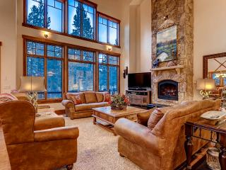 Nest on Glen Eagle-On the golf course, hot tub - Breckenridge vacation rentals