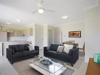 Self contained 2 bed2 bath air con Country  Villas - Brisbane vacation rentals