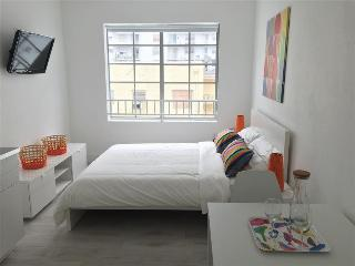 Remodeled Condo 1 block from Beach with Pool - Miami Beach vacation rentals