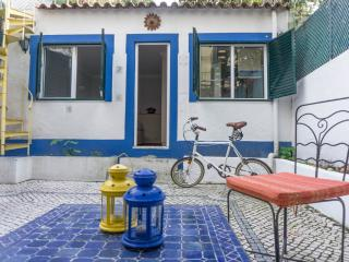 Charming typical flat w. patio, suite and terrace - Lisbon vacation rentals