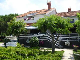 Cozy 3 bedroom Apartment in Zaton (Zadar) with Internet Access - Zaton (Zadar) vacation rentals