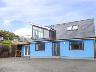 TY HENRI, pet-friendly cottage with sea views, WiFi, en-suites, luxury - Cardigan vacation rentals