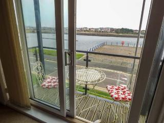 WATERWAY, all second floor, parking, balcony with furniture, in Llanelli, Ref. 920455 - Llanelli vacation rentals
