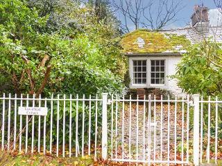 TOWNHEAD COTTAGE, romantic cottage, open fire, private garden, walks from the door, Pooley Bridge, Ref. 927735 - Pooley Bridge vacation rentals