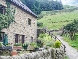 ASH COTTAGE, shared swimming pool, off road parking, garden, WiFi, Hope, Ref 929510 - Hope vacation rentals