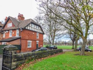 THE HOUSE ON THE GREEN, end-terrace, pet-friendly, patio, WiFi, log burning stove, Derby Ref 930021 - Derby vacation rentals