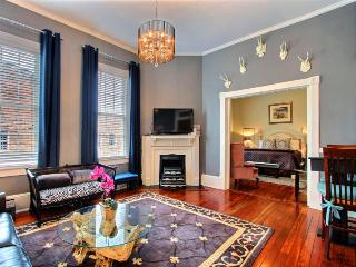 Super cozy and cute and in the perfect location! This great Savannah vacation rental has everything you need to stay for a week or a month! - Savannah vacation rentals