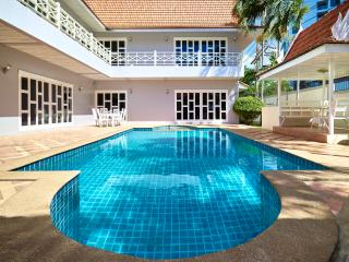 Luxury 5bedrooms pool villa in Cozy Beach - Pattaya vacation rentals