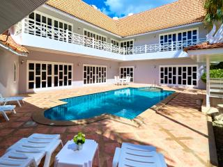 Beautiful 5-bedrooms pool villa in Cozy Beach - Pattaya vacation rentals