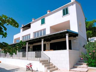 AdriaBol Hugo - Bol vacation rentals