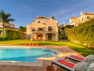 El Paraiso 3 bedroom villa with heated pool - Estepona vacation rentals