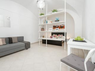 ANCIENT CITY GETAWAY- Studio 77 - Rome vacation rentals