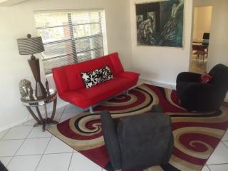 Gorgeous 3/2 House in Hollywood Beach Area - Hollywood vacation rentals