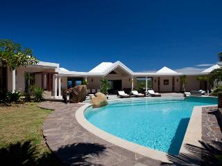Ideal for Couples & Groups, Stunning Views, Huge Pool, Private Dock & Sea Access - Marigot vacation rentals