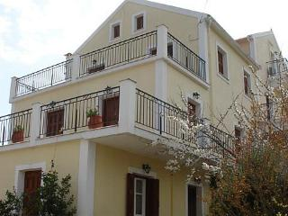 Beautiful 2 bedroom Fiscardo Condo with Internet Access - Fiscardo vacation rentals