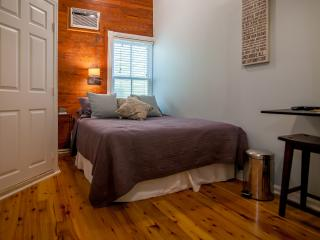 Luxurious Cozy Studio 2 Blocks From Duval Street - Key West vacation rentals
