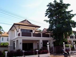 Perfect Villa with Boat Available and Television - Ao Nang vacation rentals