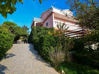 TH00597 Apartments Komadina / A3 Three bedrooms - Vlasici vacation rentals