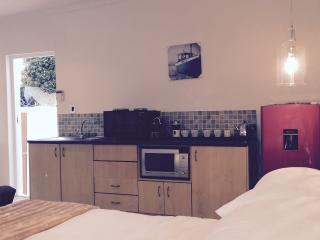 Perfect Condo with Internet Access and Satellite Or Cable TV - Camps Bay vacation rentals