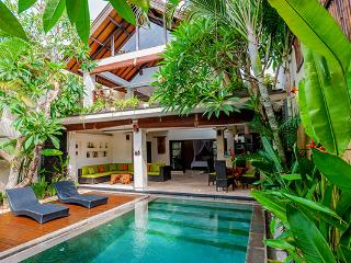 Villa Harmony. Batu Belig. Luxury. Ocean side. - Seminyak vacation rentals