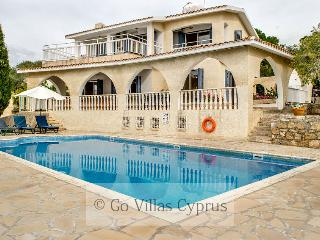 4BR Villa, walking distance to beach and amenities - Peyia vacation rentals