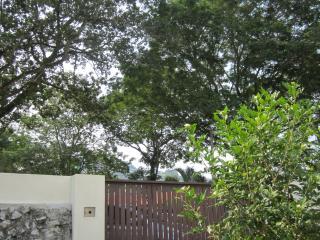 RuYi Suite Penang, Sea-Hills-Heritage - Tanjong Bungah, Pinang vacation rentals