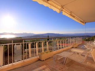 Beautiful sea view apartment ! - Cannes vacation rentals