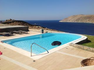 Amazing villa in Panormos with pool. - Panormos vacation rentals
