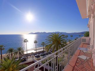 Panoramic sea view / Direct access to beach - Cannes vacation rentals