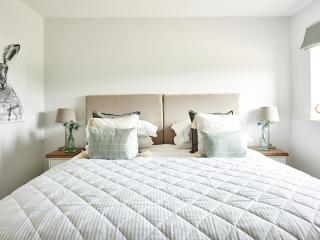 Perfect 1 bedroom Bed and Breakfast in Castle Combe with Internet Access - Castle Combe vacation rentals