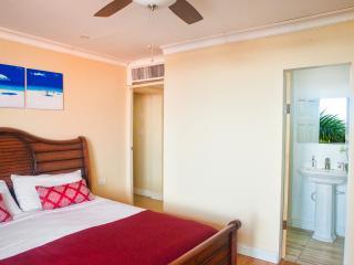 2 bed/ 2.5 bath Ocean Front Condo Montego Bay Club - Montego Bay vacation rentals