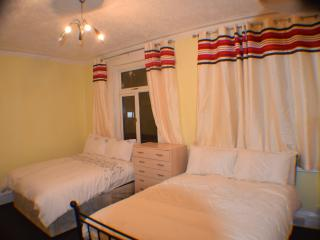 2 Bed apartment, 20 minutes  to  City centre - London vacation rentals