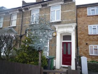 2 Bed apartment, sleeps 6, London - London vacation rentals