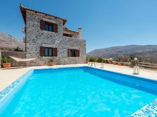 A beautiful 3 bedroom stonebuilt villa! - Spili vacation rentals