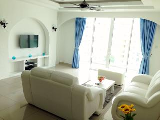 Penang Santorini Homestay @ Summerton Queensbay - Bayan Lepas vacation rentals