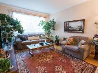 *Near Downtown Montreal * Welcoming 3 Bedroom Apartment for Rent * By the River* - Montreal vacation rentals