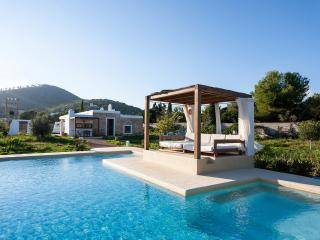 Cozy Villa in Es Codolar with A/C, sleeps 5 - Es Codolar vacation rentals
