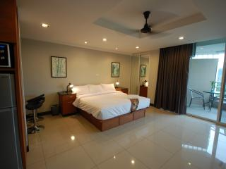 Lovely Condo with Elevator Access and Housekeeping Included - Chiang Rai vacation rentals