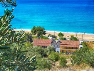 Gorgeous House with Balcony and Housekeeping Included - Agios Georgios vacation rentals
