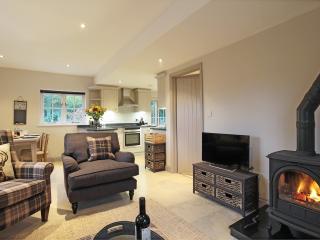 DEERKEEPERS  2 bedroom luxury holiday cottage - Sharpthorne vacation rentals