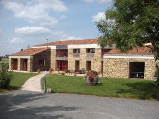 Bright 4 bedroom Cholet House with Internet Access - Cholet vacation rentals