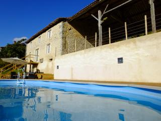 Les Hirondelles, Stunning gite with private pool. - Montmoreau-Saint-Cybard vacation rentals