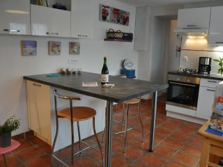 2 bedroom Gite with Internet Access in Sene - Sene vacation rentals